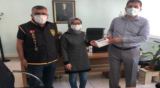 Aranan Şahıs Cep Telefonu Hırsızlığından Yakalandı