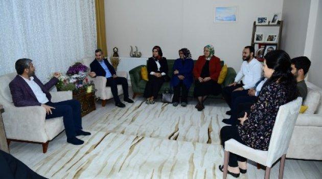 Başkan Çınar, Şehit Polis Yusuf Kenan Mutlu'nun Aile Fertlerini Ziyaret Etti