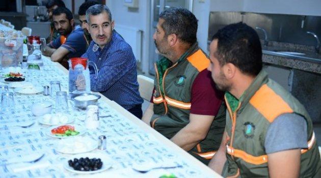 Başkan Çınar, Temizlik İşler Personeliyle Sahur Yemeğinde Bir Araya Geldi