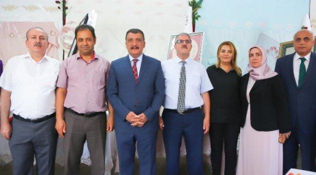 Başkan Gürkan, Mefruşat Sergisinin Açılışına Katıldı