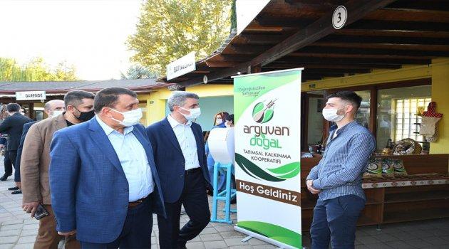 Başkan Gürkan Vali Baruş İle Birlikte Yöresel Ürünler Pazarını Gezdi