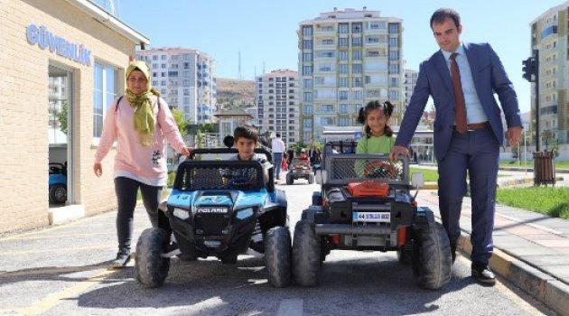 Çocuk Trafik Eğitim Parkı'nda Yeni Eğitim-Öğretim Yılının İlk Eğitimi Verildi