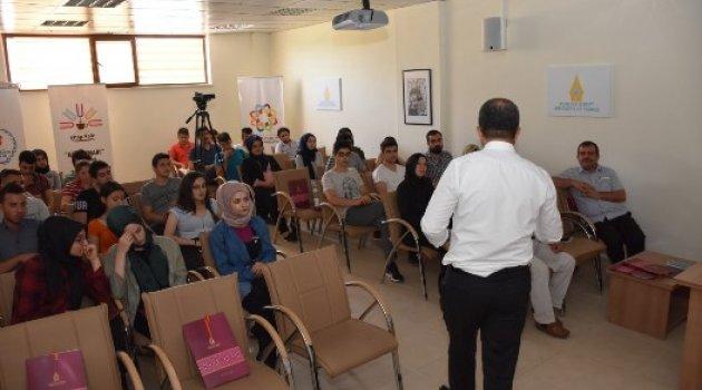 """""""Sınava Doğru ve Sınav Anında Motivasyon"""" Semineri Verildi"""