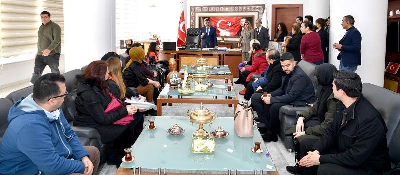 Kurs Hocalarından Başkan Gürkan'a Anlamlı Hediye