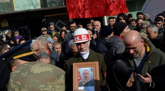 VİDEOLU HABER Şehit sözleşmeli er Miraç Gürhan'ın evinde helallik alındı